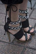 black R&E REZOY sandals