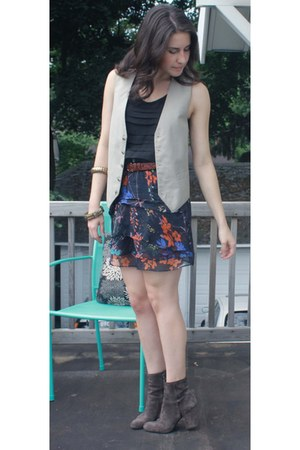 charcoal gray Prada boots - carrot orange Zara skirt - black cynthia rowley top