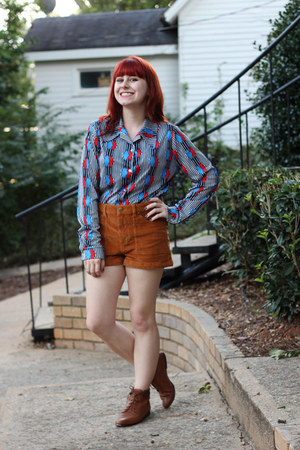 blue vintage shirt - brown lace-up vintage boots