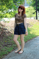 light brown cropped papaya top - navy high-waisted Forever 21 shorts