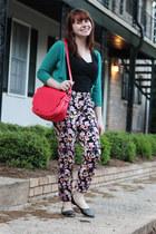 coral scalloped PepaLoves bag - black floral print H&M pants