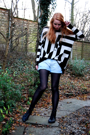 black vagabond boots - black H&amp;M tights - blue Zara shorts - black H&amp;M Trend blo