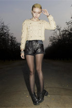 eggshell cropped Chicwish sweater - black Deena & Ozzy shoes