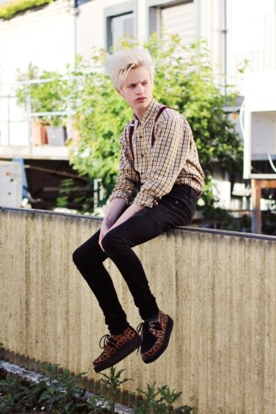light yellow plaid shirt vintage shirt - black skinny jeans Zara pants