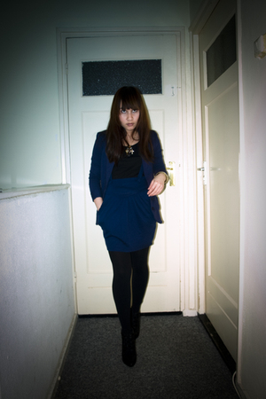 blue skirt - blue blazer - black tights - black shoes