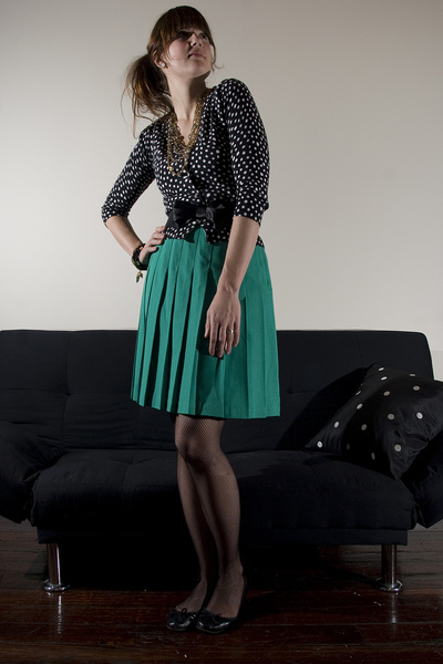 green vintage skirt - black delias sweater
