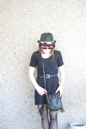 black Roxy hat - brown Ray Ban sunglasses - black American Apparel dress - black