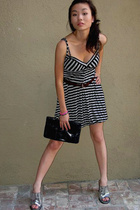 Urban Outfitters dress - Guess belt - Four Seasons purse - BCBG shoes