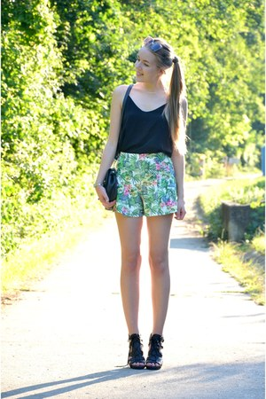 Pimkie shirt - vintage bag - floral Pimkie shorts