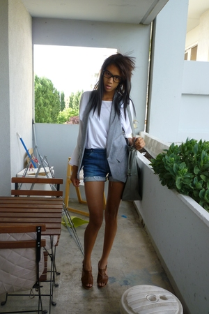 Zara t-shirt - Zara blazer - Levis shorts - Secondhand shoes