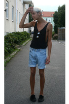 shoes - vest - shorts - sunglasses