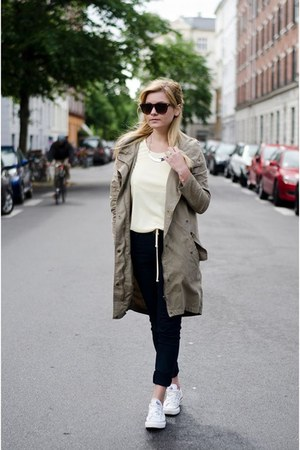 cream Converse sneakers - light brown Selected coat - light yellow Zara blouse