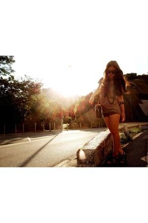 vintage Louis Vuitton bag - beige shorts rosebullet shorts - Steve Madden heels