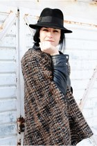 black vintage hat - dark brown Zara cape