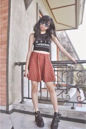 black H&M top - black wedges - red thrift skirt