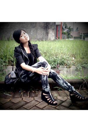 black blazer - blue jeans - black - gold Levis - black shoes