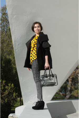 yellow polka dots self-made top - black suede Centro boots