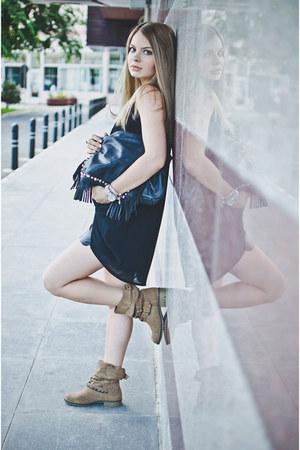 black suiteblanco bag - tan Stradivarius boots - black Lefties shorts
