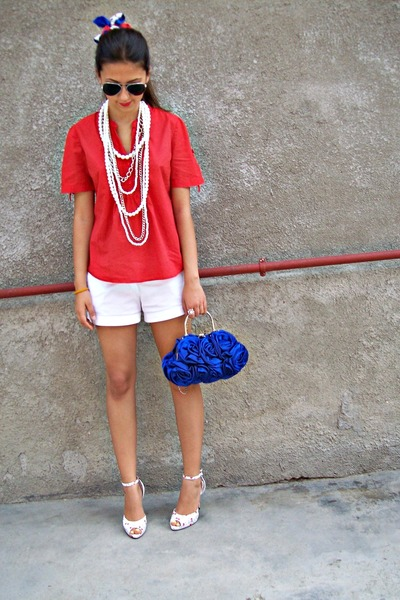 white shorts - red shirt - blue bag