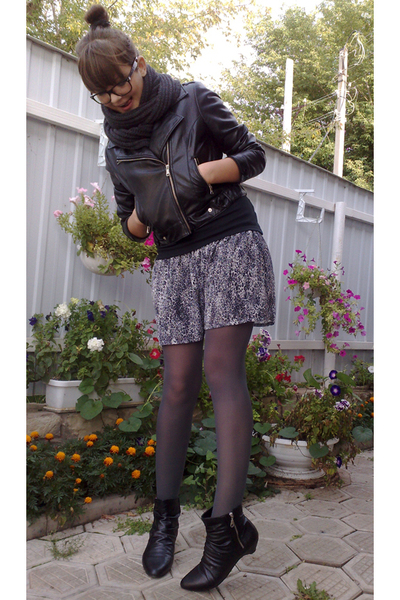 gray Stradivarius skirt
