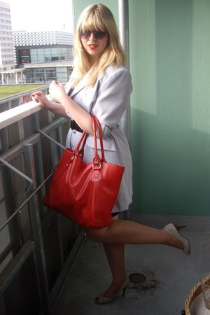 red H&M purse - beige shoes - gray stolen from my mums closet blazer - black Naf