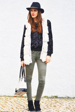 white Madeline vest - olive green Pull &amp; Bear jeans