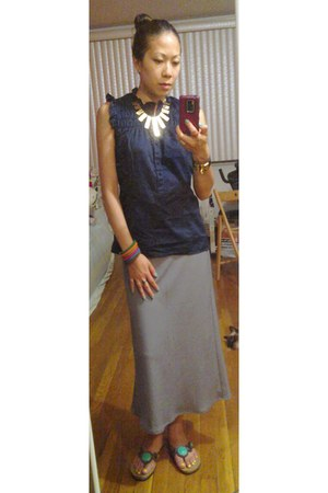 heather gray simple Sisley skirt - navy sleeveless Mavi top