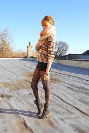 H&M scarf - Urban Outfitters boots - H&M sweater - leather Forever 21 shorts