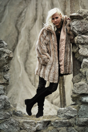fake fur coat - suede boots - Zara leggings