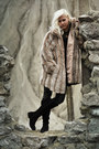 Suede-boots-fake-fur-coat-zara-leggings
