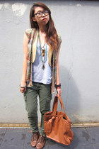 dark brown lace up boots - tawny tote bag - army green cargo pants - periwinkle