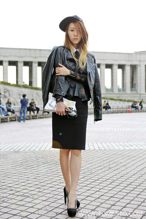 black peplum lace Zara dress - black snapback new era hat