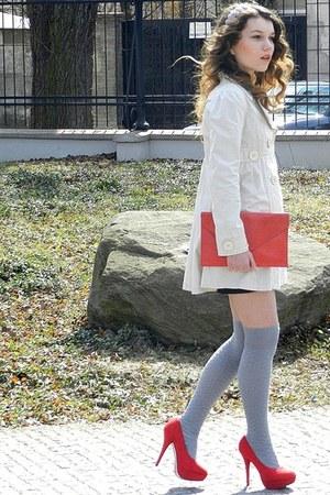 red Vero-Vila shoes - beige deep coat - red no name bag