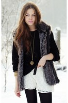 lace shorts+fur vest