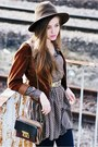 Dark-brown-vintage-hat-camel-secondhand-jacket-heather-gray-olive-shirt