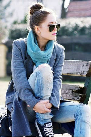 Converse sneakers - H&M coat - Zara jeans - Ray Ban sunglasses