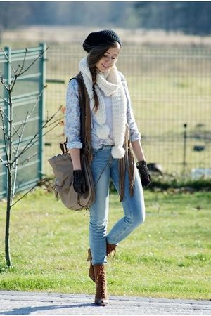handmade gloves - Bershka pants - Solar bag - H&M scarf