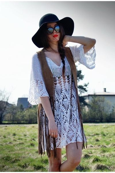 off white crochet pakamera dress - black H&M hat - bronze fringe River Island ve