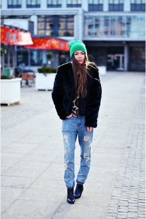 Secondhand coat - Zara jeans - hauerpl hat