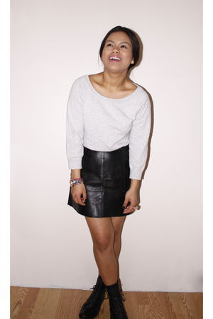 silver H&M sweater - vintage skirt - Urban Outfitters boots
