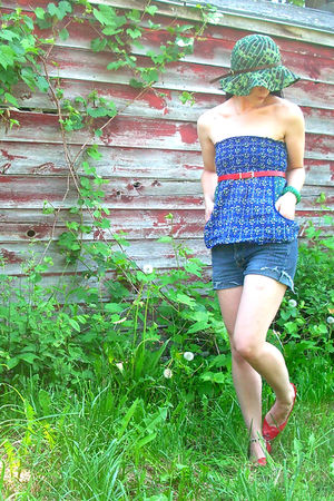 blue thrifted shirt - green hat - red thrifted belt - red vintage shoes - green