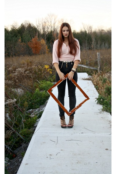 brown Steve Madden heels - dark gray high waisted BB Jeans jeans