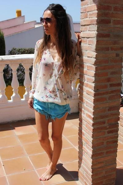 turquoise blue Zara shorts - cream Zara blouse