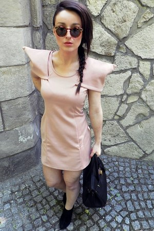 light pink my work dress - black bag