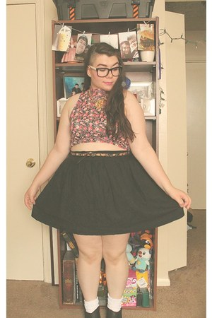 bubble gum crop top Forever21 top - black ankle boots Target boots
