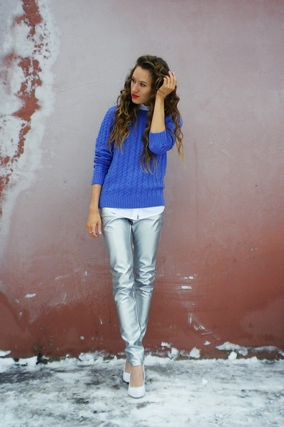 blue unknown sweater - white no brand shoes