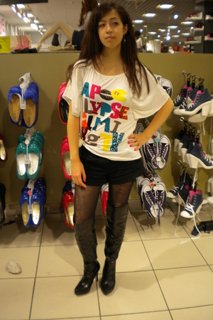 Newlook shorts - Newlook boots - Hong Kong t-shirt