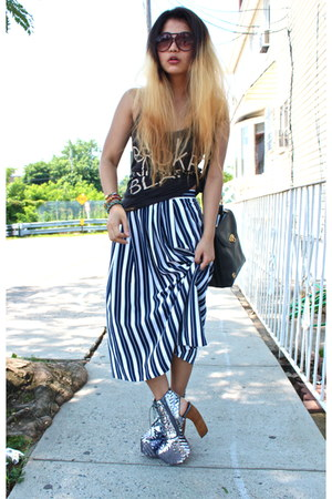 black Mango sunglasses - vintage skirt - blue Urban Outfitters t-shirt - silver