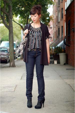 silver LOGO lori goldstein necklace - blue tory burch jeans - black Senso shoes