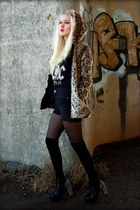 camel Choies coat - black highwaist Urban Outfitters shorts